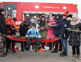 Пилоты и спасатели Московского авиацентра провели экскурсию на аэродроме Остафьево