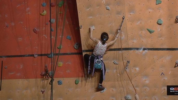 В соревнованиях приняли участие 130 скалолазов – разрядников из 9 спортивных клубов.
