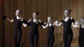 Танцевальную постановку под названием «Кошки» представила на суд зрителя танцевальная студия «Кристалл» Центра культуры и досуга «Лира» Южного Бутова.