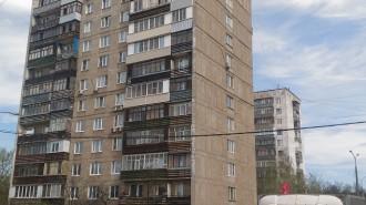 Около месяца назад в домах по улицам Пушкинская, 40 лет Октября и Бутовский тупик началась замена старых окон на новые.