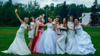 Флешмоб «Танцующие невесты» прошел в микрорайоне Остафьево впервые.