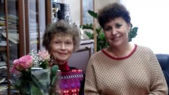 Начальник Управления социального развития Жанна Брагина вручила Ирине Григорьевне благодарственную грамоту главы администрации г. о. Щербинка