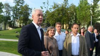 Мэр Москвы Сергей Собянин осмотрел ход реконструкции сквера в Спасоглинищевском переулке