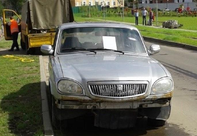 Щербинка, ул. Барышевская Рощв, д.6, ГАЗ Волга, грз М189АВ750