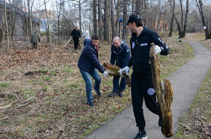 В Совет депутатов г.о. Щербинка обратился председатель Общественного совета Тимур Бурлакин с вопросом о санитарной вырубке деревьев в парке «Барыши».