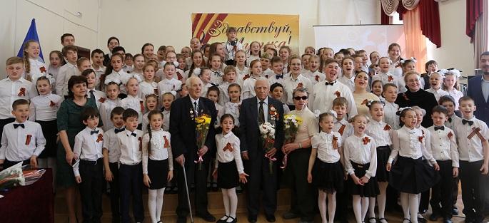 В преддверии Дня Победы воспитанники школы искусств и их педагоги пригласили в гости ветеранов Великой отечественной войны на патриотическую беседу, посвященную акции «Георгиевская ленточка»