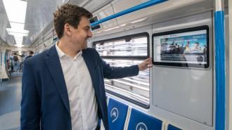 Телеканал «Москва 24» первым в мире запустил вещание в прямом эфире в вагонах метро. Фото: архив