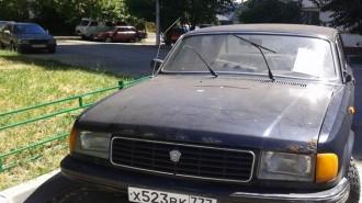 ГАЗ Волга грз х523вк777, брошен у д.2 по ул. Рабочая