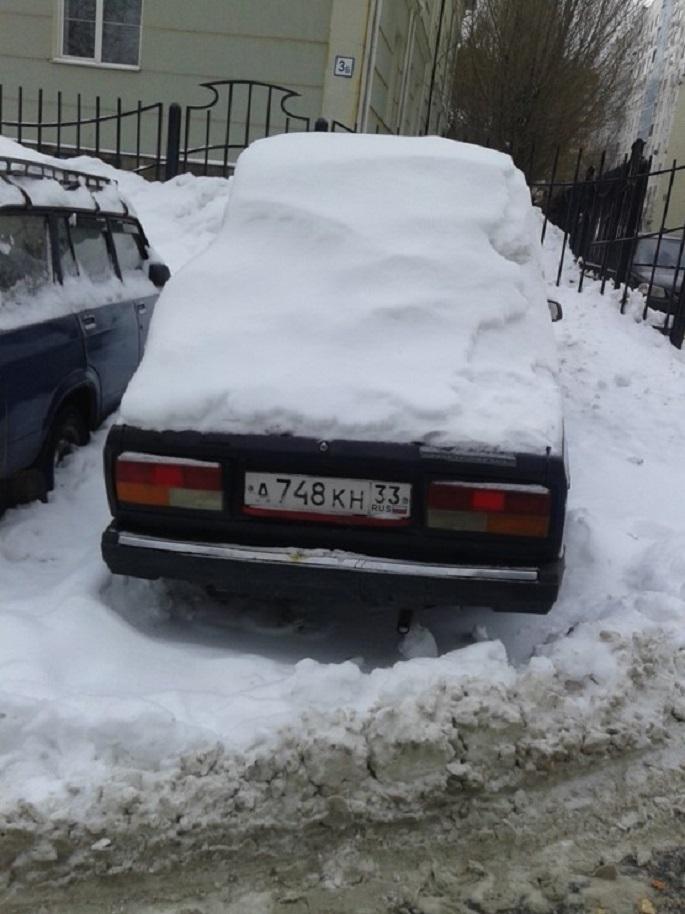 ВАЗ грз А748КН33, брошен на ул. Пушкинская. д.2/1
