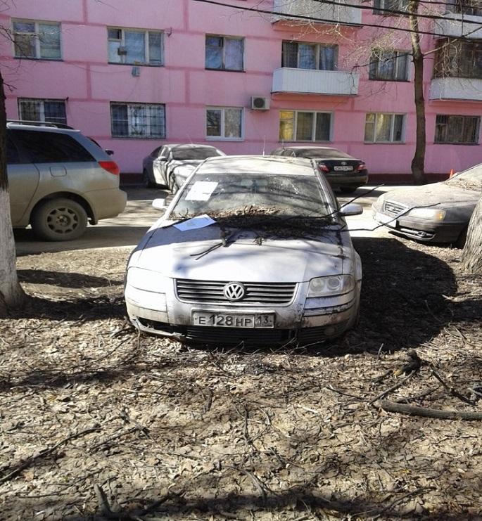 Фольксваген грз Е128нр13, брошен  на ул. Мостотреста д.3