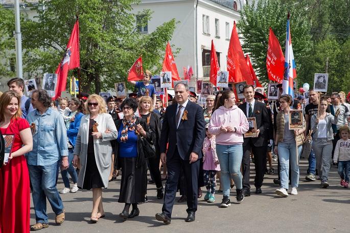 Более 700 человек приняли участие в патриотическом шествии