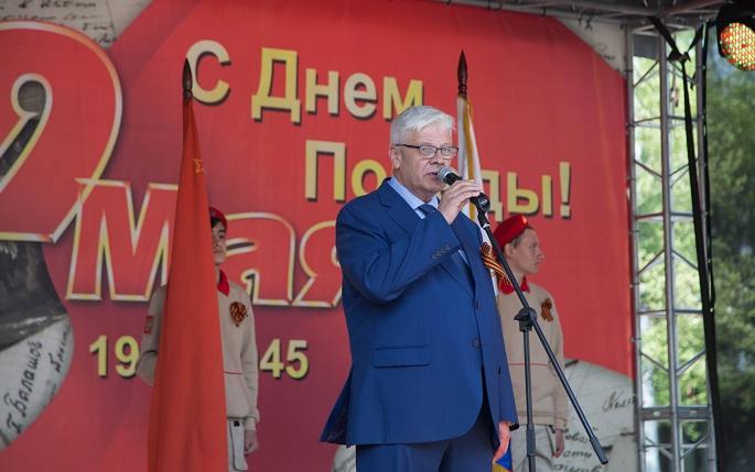 Жителей поздравляет глава администрации Сергей Гаврилов