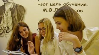 Школа 2097, участвующая в пилотном проекте «Школа старшеклассников». Справа налево Маша Горбунова Елизавета Первенцева Елизавета Акимова 10г