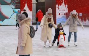 Бесплатный каток Московского метрополитена посетили около тысячи человек. Фото: Наталия Нечаева, «Вечерняя Москва»