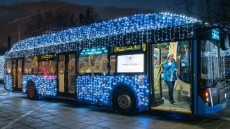 Штрафы за праздничную подсветку столичных электробусов аннулировали. Фото: официальный сайт мэра Москвы