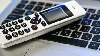 Акция по раздаче телефонов с безлимитным тарифом ветеранам ВОВ стартовала в Москве. Фото: сайт мэра Москвы