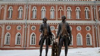 До конца апреля промоют более 1,1 тыс столичных памятников. Фото: Анна Быкова