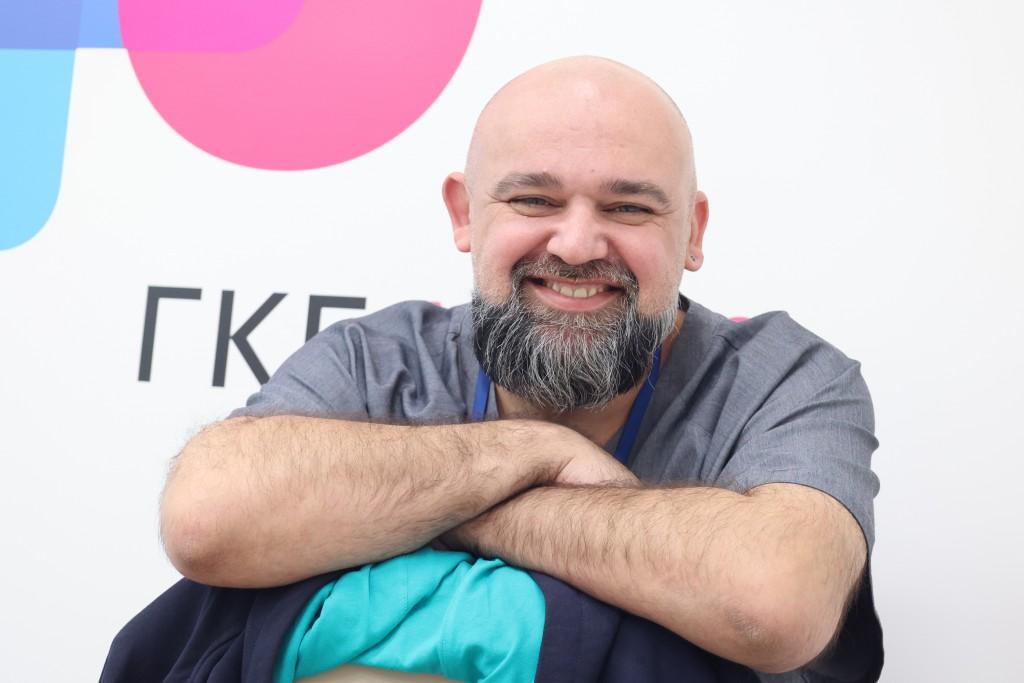 На фото главный врач городской клинической больницы №40 Денис Проценко