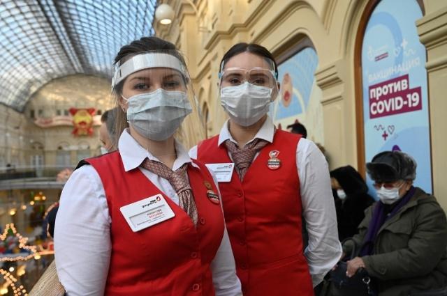 Более 3000 человек оказывают помощь горожанам в центрах вакцинации. Фото: архив